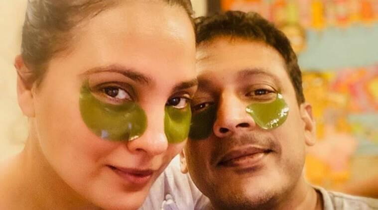 face scrub, beauty hacks, skincare, indianexpress, ambika pillai beauty secrets, how to clean blackheadsat home, DIY pedicure at home,
