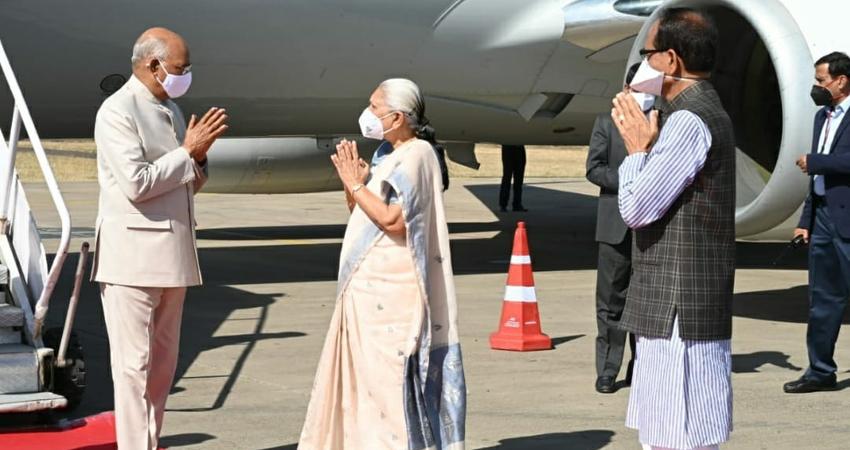 President Ramnath Kovind welcomes on arrival at Jabalpur