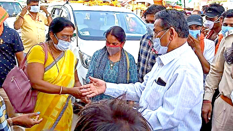 Minister Shri Patel distributed masks to citizens