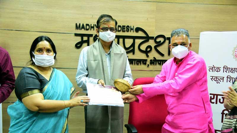 Minister of State Shri Parmar honored teachers